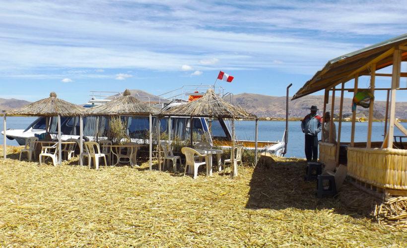 tour isla flotante de los uros (12)
