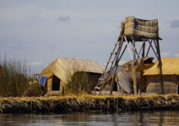 tour isla flotante de los uros (13)